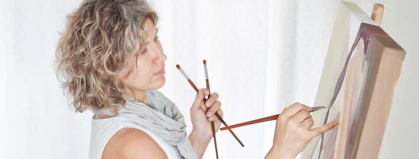 Woman-Painting-on-Easel---845x321