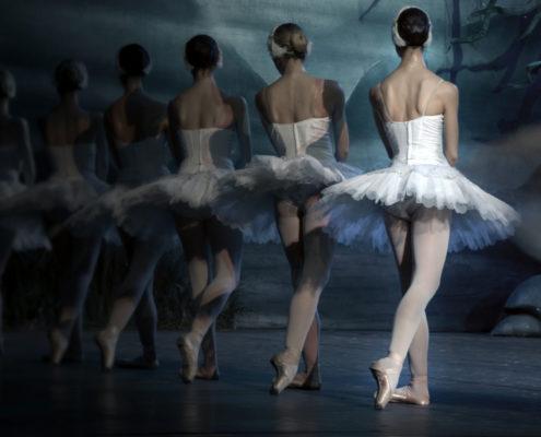 Ballet class - ballet barre - dance